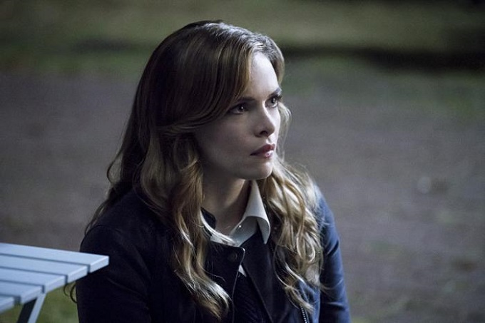 the flash 3x06 Caitlin