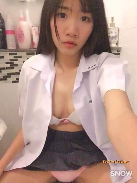 D6FasczSoHg wm - Beautiful Chinese school girl naked selfie pussy bushy 2020
