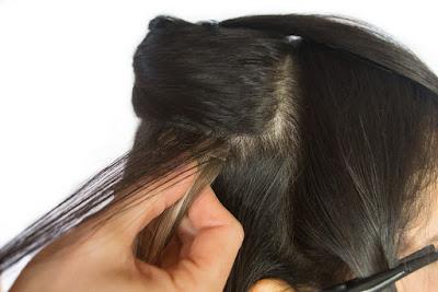 Detalhe colocação de mega hair primeiro passo