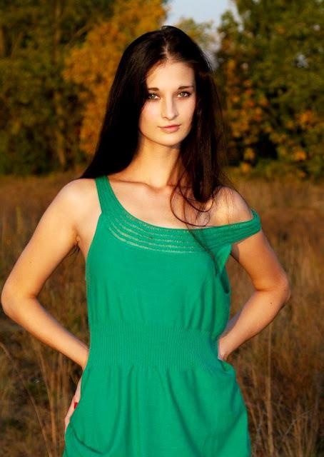 Эротические фото www.eroticaxxx.ru: Голая Катя на сеновале (эротика Met Art)