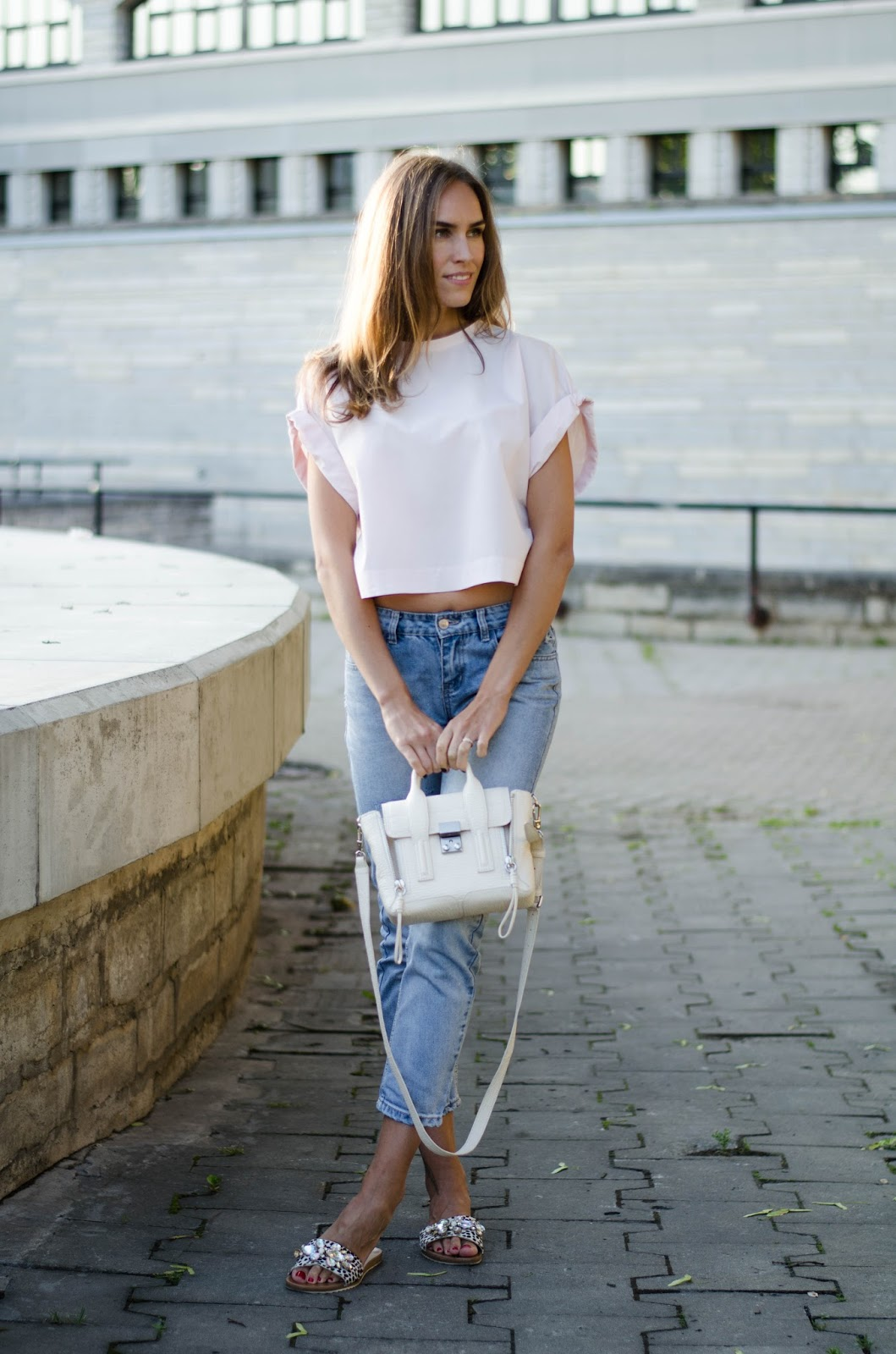kristjaana mere pink crop top blue jeans summer casual outfit