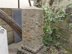 江の島群猿奉賽像庚申塔