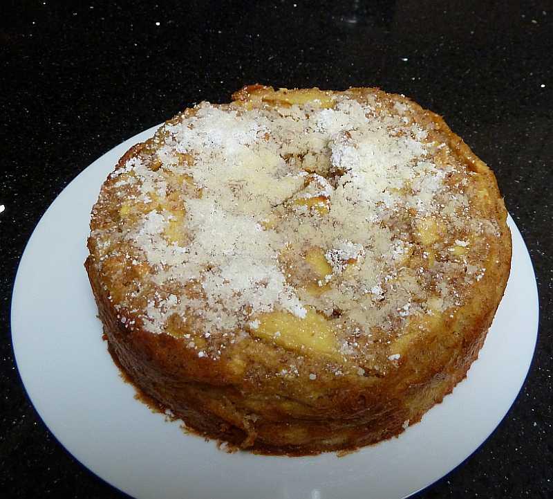 Kleiner apfelkuchen mit mandeln