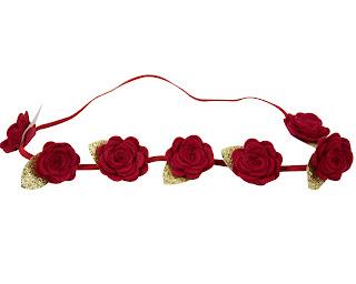couronne de fleurs bébé cérémonie et fêtes rouges
