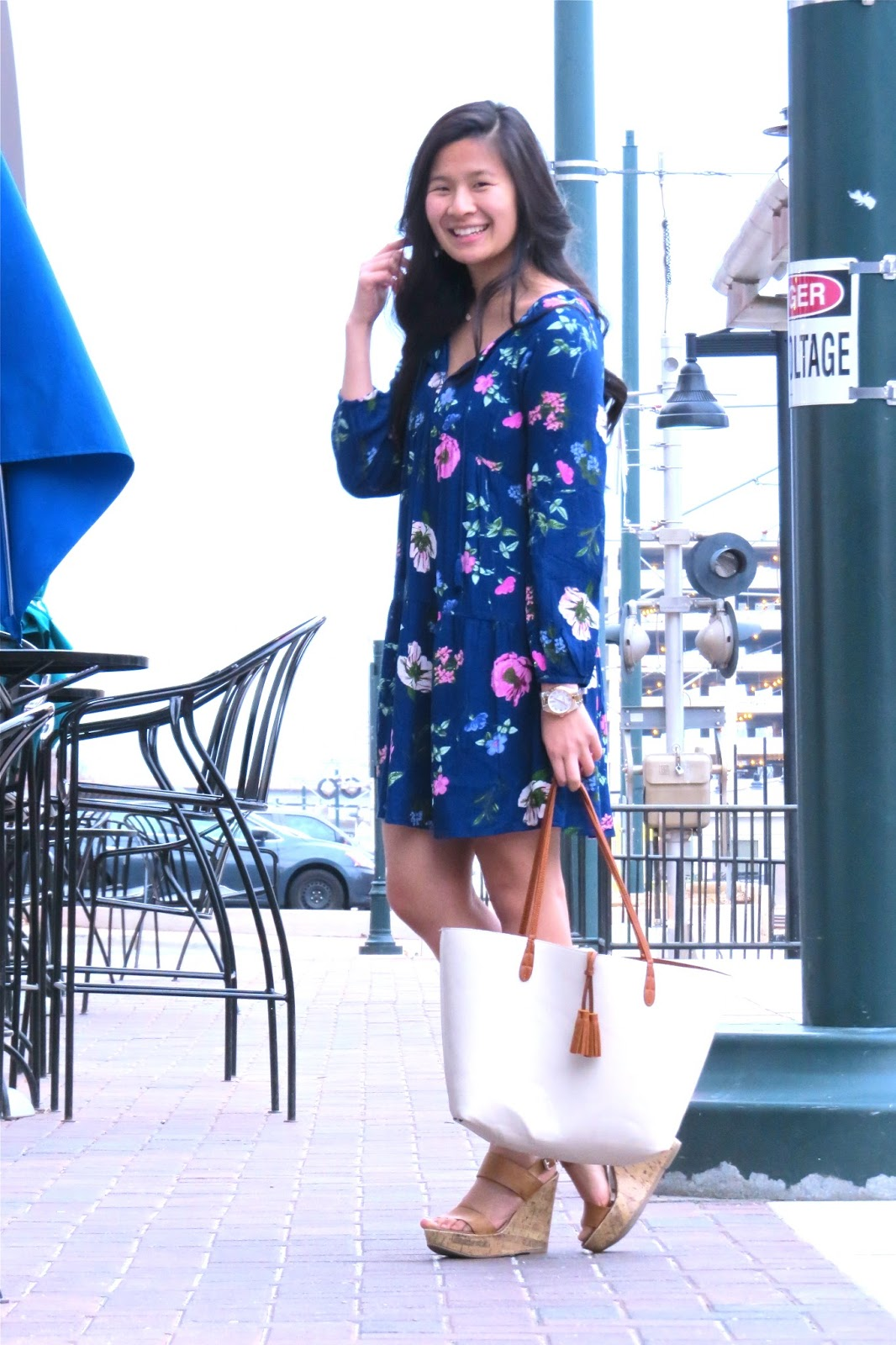 Styling_a_Navy_floral_dress