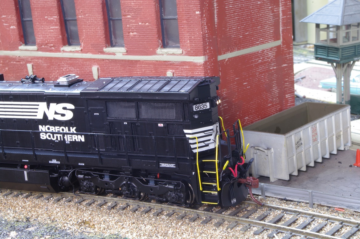 Model Railroad Miscellany Scaletrains Norfolk Southern C39 8 Head Lights For Trains F0 Turns On The Headlight Which Changes Direction With Of Loco