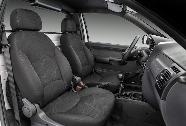 Fiat Strada 2019 - interior