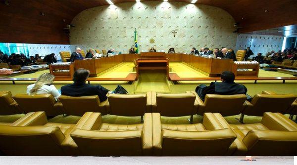 Cámara de Diputados brasileña debate denuncia contra Temer