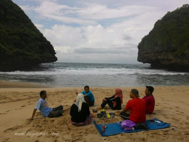 camping pantai greweng gunungkidul