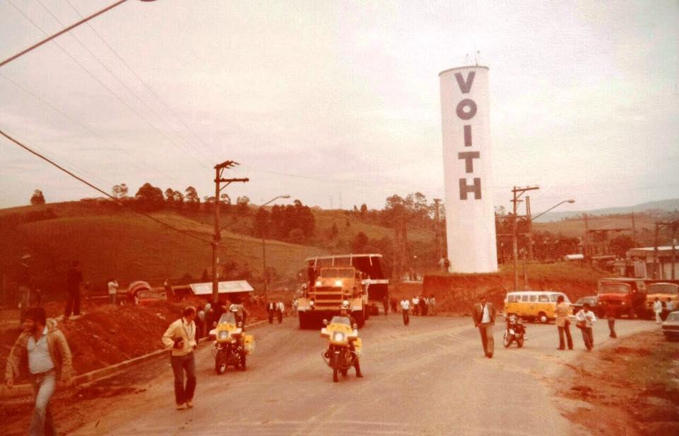 Saída do comboio da Irga com o rotor a partir da Voith Jaraguá, em 3 de dezembro de 1981. Foto: acervo Irga