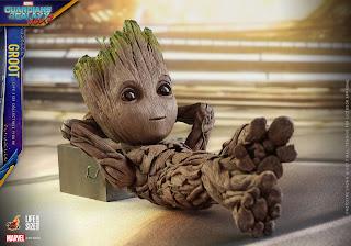 Para hacer invitaciones, tarjetas, marcos de fotos o etiquetas, para imprimir gratis de Groot Bebé.