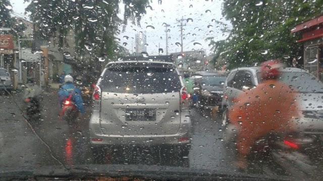 gresik24jam - Cuaca Jawa Timur Masih Diguyur Hujan. Surabaya Sidoarjo dan Gresik Turun Hujan Disertai Petir