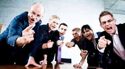 oamenii ăştia ţi-ar putea face rău bisericii - imagine preluată de pe charismanews.com