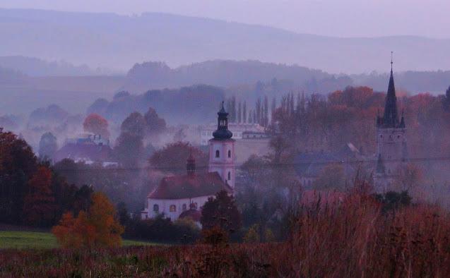 Widok na Bożków (pałac po prawej) / fot. Armina Hartenberg, 2015