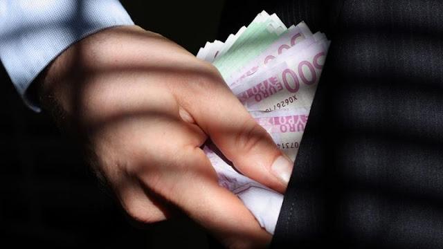 Συνελήφθησαν τέσσερα άτομα για κλοπή χρημάτων στο Ναύπλιο