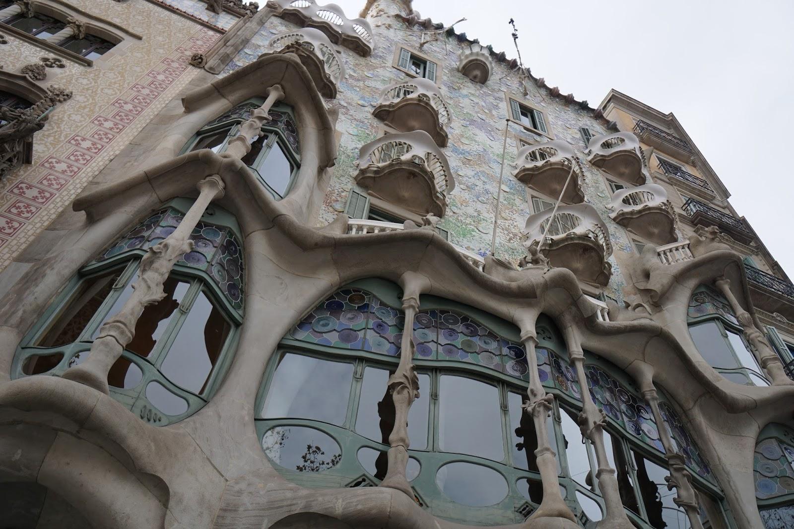カサ・バトリョ(Casa Batlló)の正面窓