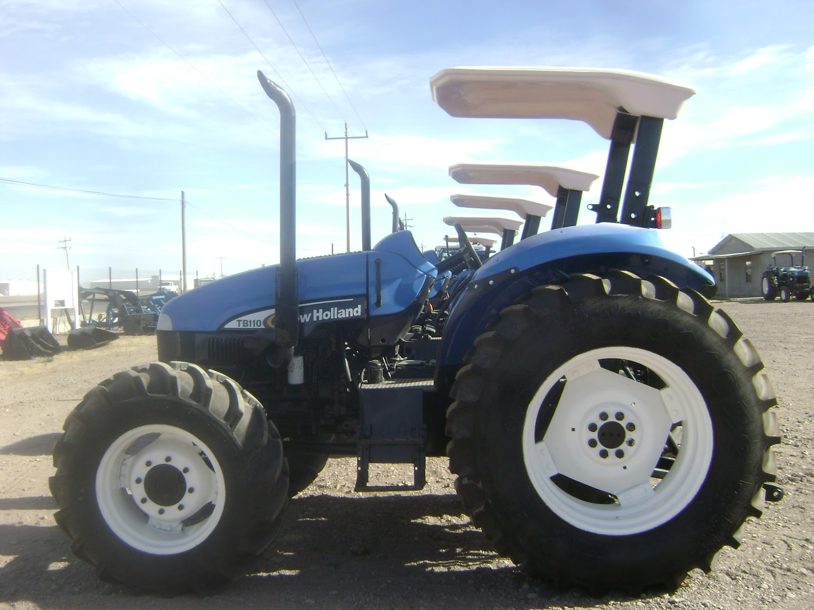 Tractor New Holland TB110 2005 4x4 $24,700 Dlls. 3340 Horas