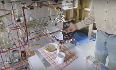 Μηχανικός κατασκεύασε μηχανή για να του ετοιμάζει το πρωινό του