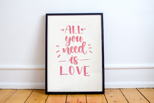 Póster All You Need Is Love