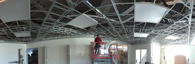 instaladores de techos de pladur trabajando en Barcelona