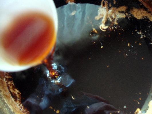 Kahlua liqueur by Laka kuharica: Stir in vanilla