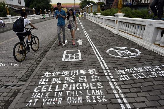 Chinese city unveils sidewalk lane for mobile addicts