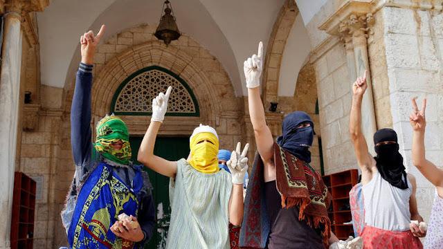 Palestinos ocupam a Mesquita de al Aqsa