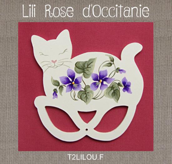 Tri-fils anneaux bois peint, silhouette de chat ornée de violettes. Broderie et point de croix