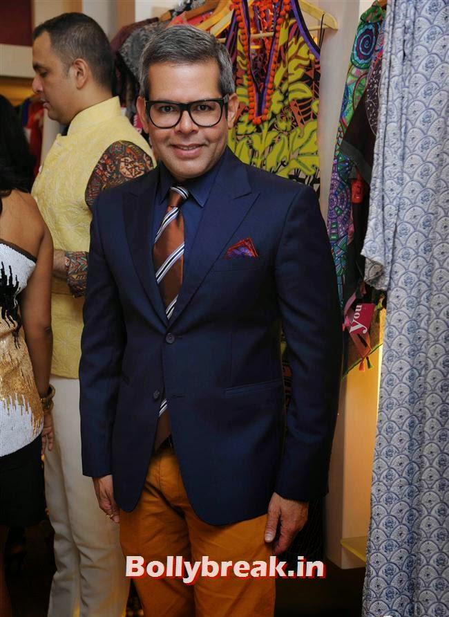 Vikram Raizada, Akanksha Agarwal at 'YOU Presents Resort Wear Collection'