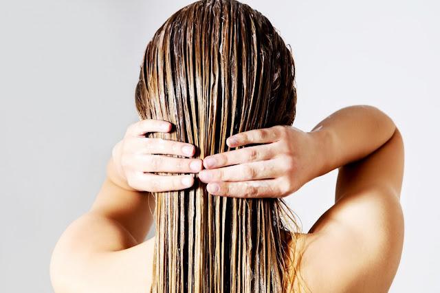Cách làm tóc không bị bết rụng mùa nắng nóng