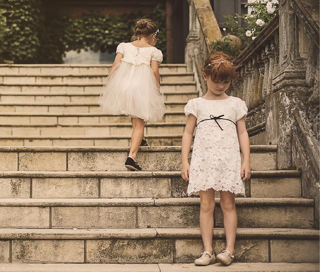 Nenas con vestidos romanticos. Nenas pequeñas con vestidos de encaje y puntilla. Moda nenas invierno 2017.