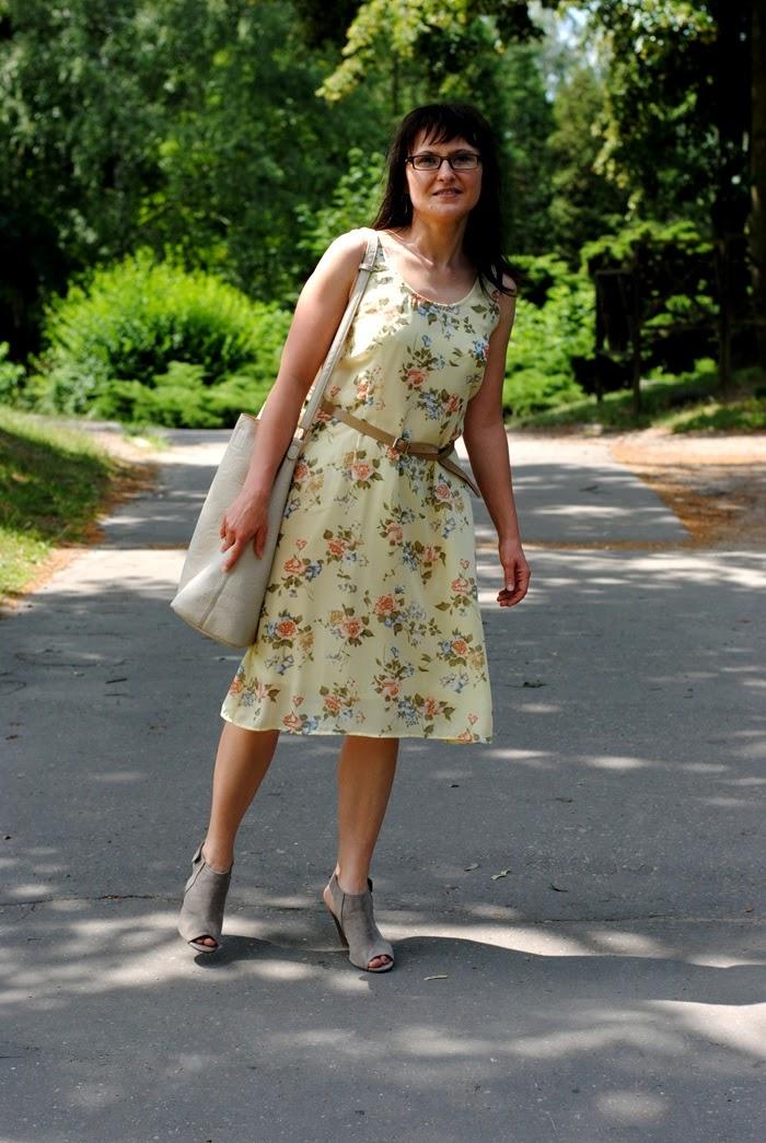 żółta sukienka na lato