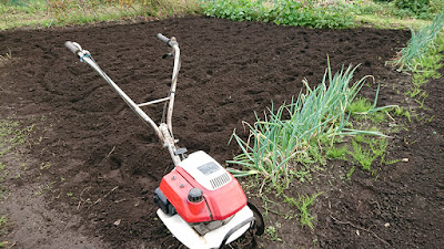 年代物のF210耕うん機で約100平米を耕しました
