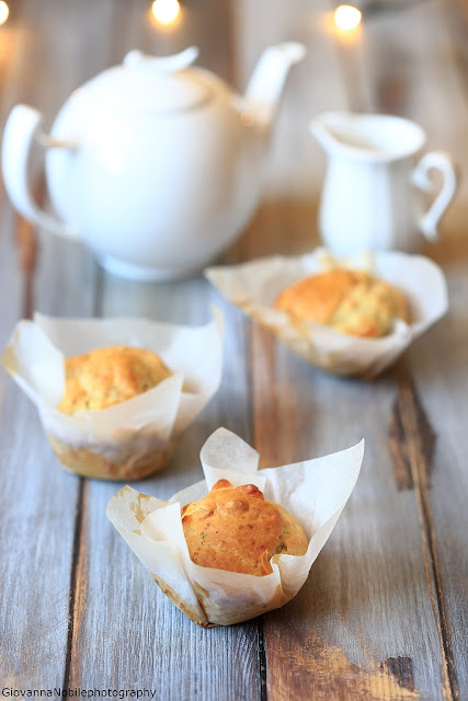 Muffin con scamorza e nocciole