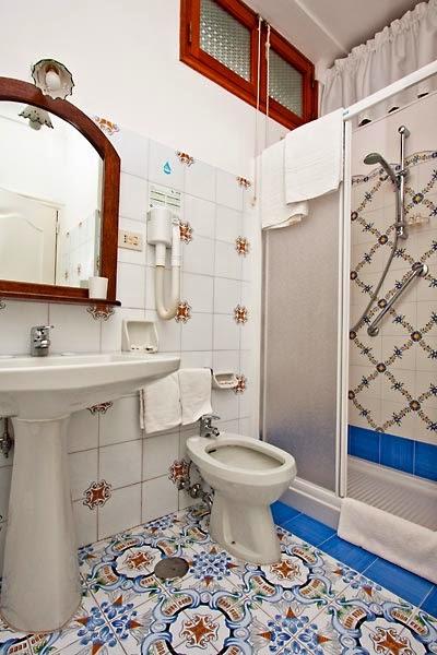 baño estilo mediterráneo