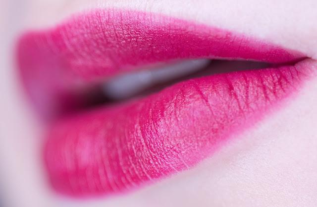 IsaDORA Lip Desire Sculpting Lipstick «Berry Kiss» 60 swatches