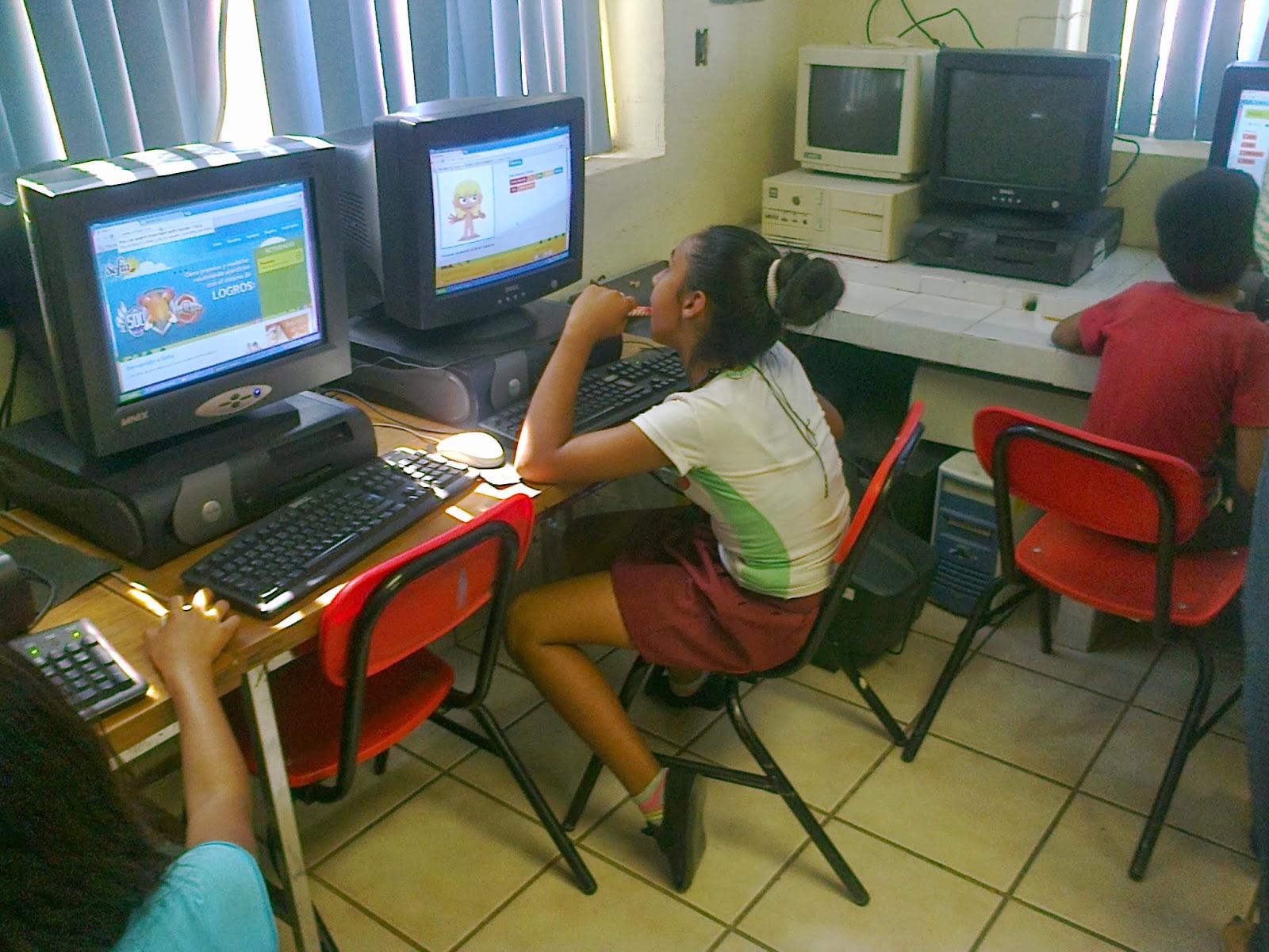 Alumna del 28 de mayo en el parque mamando guayaquil - 4 8