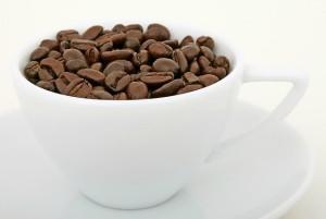Menghilangkan bau  tak sedap sepatu dengan kopi bubuk