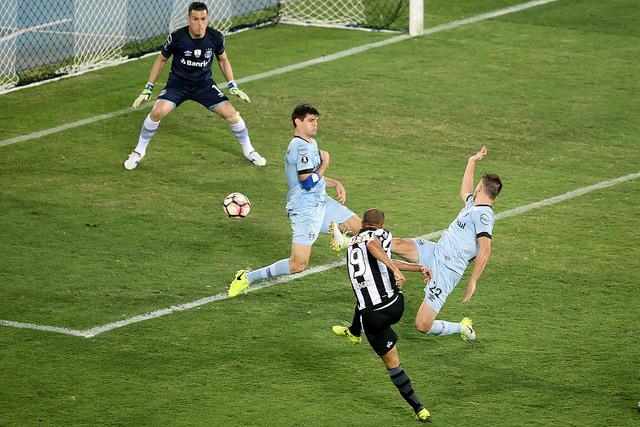 8eebb02f0f88f Botafogo empata no Nilton Santos e decidirá vaga com Grêmio em Porto ...