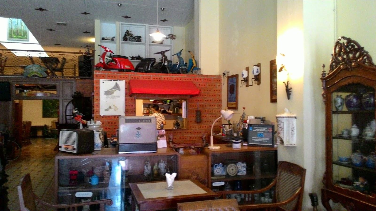 Hasil gambar untuk noeri's cafe kota lama semarang
