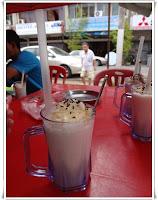 http://www.khairunnisahamdan.com/2013/09/tempat-makan-best-coconut-shake-melaka.html