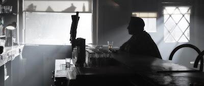 Resultado de imagem para mesa de bar triste