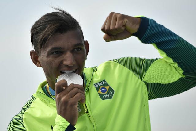 A manhã desta terça-feira começou bem para o quadro de medalhas brasileiro.  Um dos favoritos e esperança de medalhas para o Brasil na canoagem de  velocidade ... 7178a3645ed4a