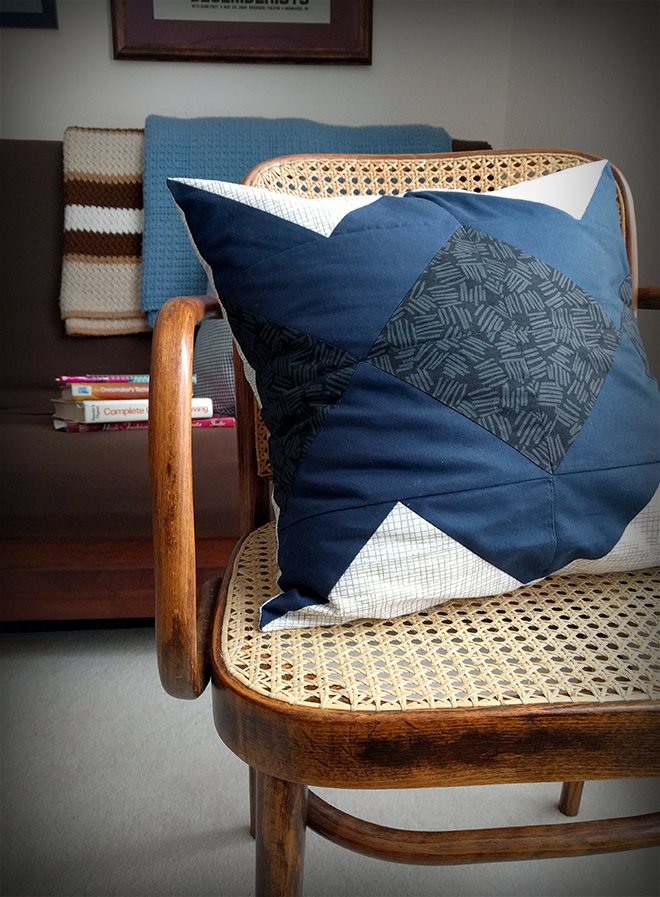 Customize the Spiegel flying geese block pillow with your favorite quilting cotton fabrics.