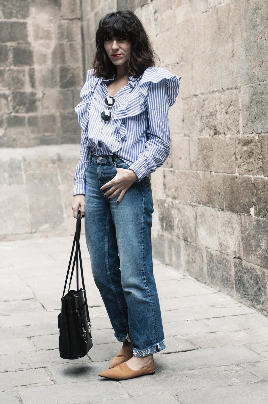 Camisa Bershka, jeans & Other Stories, mocasines slip-on H&M