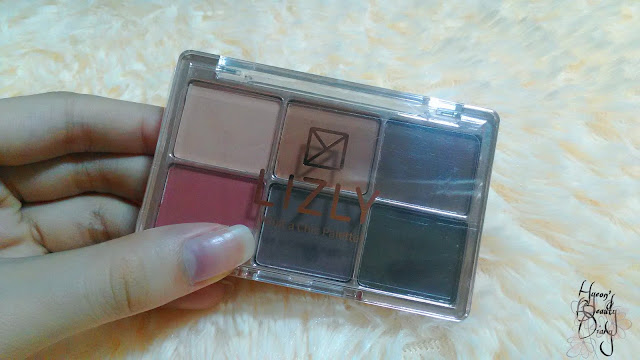 Review; Lizly's What A Chic Palette!