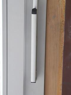 Ручка управления фрамугой на лиственничном окне