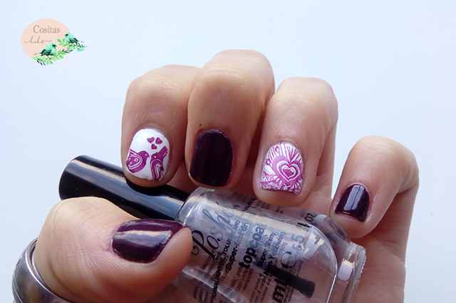 Nail art morado y blanco inspiración san valentin