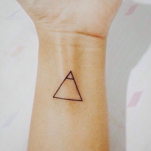 Pequeno bonito explorar glifo de tatuagem para as meninas