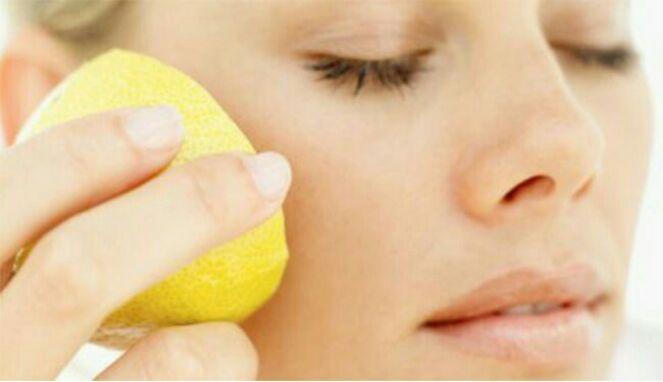 Manfaat Menggosok Wajah Dengan Lemon Dan Garam